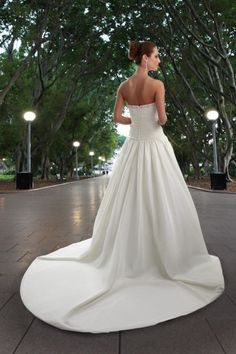 Style 8405 » Wedding Gowns » DaVinci Bridal » Available Colours : Ivory, White (back)