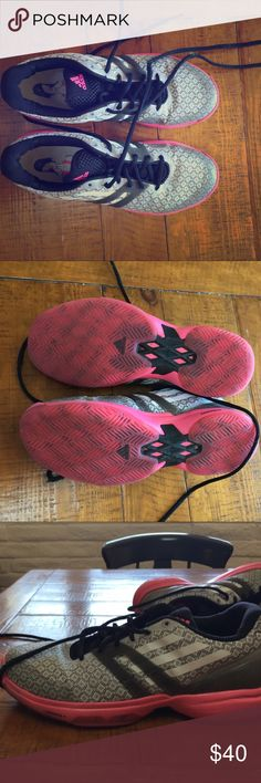 Gently used size 8 Adidas women's tennis shoes Used only a handful of times gently used tennis shoes . No holes Adidas Shoes Sneakers