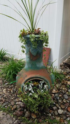 The yard garden arbor, garden terrarium и outdoor planters. Garden Arbor, Garden Junk, Garden Yard Ideas, Garden Projects, Garden Pots, Container Flowers, Container Plants, Container Gardening, Chimnea Outdoor