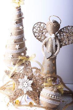 Jutové vánoční dekorace návody Burlap Christmas, Christmas Decorations, Xmas, Christmas Ornaments, Burlap Crafts, Diy Crafts, Holiday Crafts, Holiday Decor, Jute