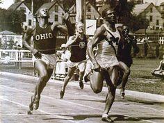 Ralph Metcalfe (USA). El hombre que ganó a Jesse Owens, en 1934, durante los campeonatos americanos en Marquette. Cuatro medallas olímpicas. PLATA en 100 ml. en Los Ángeles'32 (10,3 s) detrás de Eddie Tolan y en Berlín '36 (10,4s) detrás de Owens. BRONCE en 200ml en Los Ángeles'32 y ORO en 4x100 en Berlín '36.
