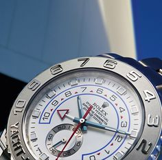 The platinum bezel of the Yacht-Master II in 18ct white gold, with raised polished numerals on a sandblasted background.