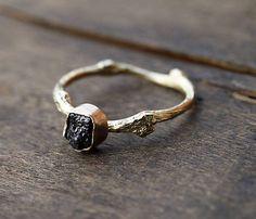 ClaudetteTreasures / Vetvičkový prsteň zlatý s čiernym surovým diamantom