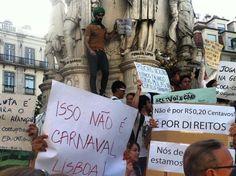 #atosdeapoio - 18 de junho 2013 - Em Lisboa, dezenas de manifestantes ocuparam a praça Luís de Camões (Foto: Gloria Diogenes / Reprodução)