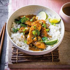 Creamy peanut chicken with rice recipe, ww Germany. Peanut Chicken, Chicken Rice, Rice Recipes, Healthy Recipes, Group Meals, Calorie Diet, Weight Watchers Meals, Eating Habits, Chinese Food