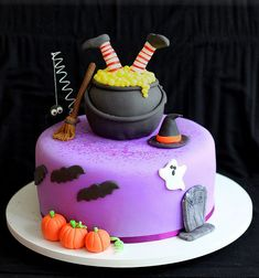 Witch cake idea for Halloween Gateau Theme Halloween, Bolo Halloween, Pasteles Halloween, Halloween Baking, Halloween Desserts, Halloween Cupcakes, Halloween Treats, Holloween Cake, Themed Cakes