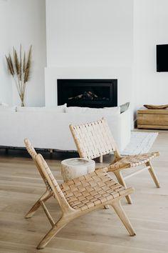 Home Interior Loft .Home Interior Loft Coastal Living Rooms, Home Living Room, Living Room Designs, Living Room Decor, Style At Home, Beach House Decor, Modern Beach Decor, Home Fashion, Home Decor Inspiration
