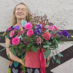 Gwiazd jest wiele..Ale taka tylko JEDNA #star #flowerbox #flowersarebeautiful #kwiatysapiekne #pink #hotcolors #ostrozka #eukaliptus #box #kwiatywpudelku  #dlaniej  #urodziny #40 #girl #kwiaciarniarenee #zielonagora