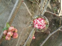 A springtime spirit necklace: :-D    2 cm diameter Bronze locket :  - At the middle, little bows made with Pink shade cotton thread such as blossoms