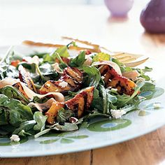 This summery peach salad features sweet & smoky grilled peach wedges, fresh arugula, crumbled goat cheese, and sliced prosciutto. The saltiness of the goat cheese and prosciutto is an irresistible complement to the sweet peaches and spicy arugula. Grilled Peach Salad, Grilled Fruit, Grilled Peaches, Grilled Pork, Fruit Recipes, Salad Recipes, Healthy Recipes, Tofu, Prosciutto Recipes