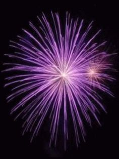 How do fireworks explode.Despite their different colors, shapes, speeds and sounds, all fireworks have the same basic components. Aerial fireworks consist of a shell made of heavy paper ...