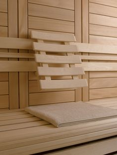 58 mm near-knotless fir for the walls and ceiling is solidly beautiful, and softens the interior climate for stable, soothing heat.