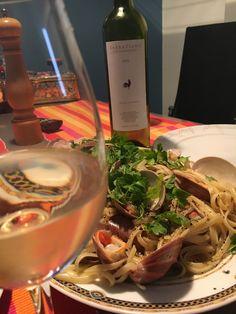 White Wine, Alcoholic Drinks, Food, Liquor Drinks, Alcoholic Beverages, Meals, Yemek, Liquor, Eten