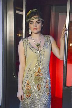 Aria Montgomery (Pretty Little Liars) as Daisy from the Great Gatsby for Halloween Pretty Little Liars Aria, Pretty Little Liars Outfits, Pretty Little Liers, Pretty Little Liars Seasons, Style Hippie Chic, My Style, Aria Style, Estilo Aria Montgomery, Gatsby Costume