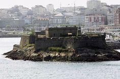 Castillo de San Antón (construido em 1587, sobreviivieu intacto o ataque da arma inglesa, hoje é a sede do Museu Arqueológico e Histórico),  La Coruña, Galicia, España