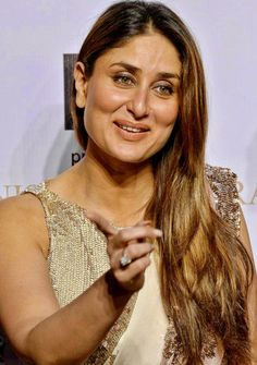 """""""The Idea Is To Keep Doing  Something Different Every-Time. I Never Thought I Would Do Radio.But I Dabbled In That Too!!! #KareenaKapoorKhan Most Beautiful Bollywood Actress, Indian Bollywood Actress, Bollywood Fashion, Indian Actresses, Kareena Kapoor Images, Kareena Kapoor Khan, Priyanka Chopra Makeup, Karena Kapoor, Samantha Images"""
