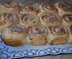 Zimtschnecken Mehr Cupcake Filling Recipes, Donut Filling, Cinnamon Recipes, Baking Recipes, Cake Recipes, Cinnamon Rolls, Pampered Chef, Muffins Sains, Simple Muffin Recipe