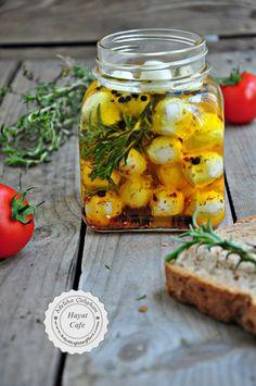 Marine Edilmiş Baharatlı Peynir Topları Gourmet Recipes, Cooking Recipes, Healthy Recipes, Appetizer Salads, Iftar, Turkish Recipes, Fermented Foods, Food Porn, Winter Food