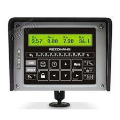 Прибор безопасности ОГМ-240  Предназначен для защиты крана от перегрузки и падения при подъеме груза, от повреждения крана и столкновения с препятствиями при работе в стесненных условиях (координатная защита), от опасных ветровых порывов, а также для регистрации параметров работы крана в реальном времени.