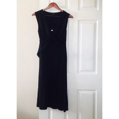 ⭐️ Banana Republic Keyhole Dress Sleeveless black Banana Republic dress featuring a keyhole v-neck. In great used condition.  60% Rayon & 40% Polyester.  A-line and soft to touch.  Go from work to play in this LBD with strappy heels and a cute clutch. Shine bright. 💫   💫 No Trading  💫 Bundling Available 💫 Fast Shipping   💫 Holds for over $50 for 24 hrs only 🎗 Top 10% Sharer  🎗  Posh Mentor Banana Republic Dresses Midi