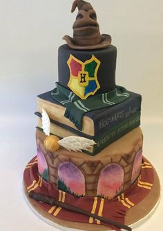 You can't deny the magic that is Harry Potter! Filled with wonderful creatures and mesmerizing wizardry, Harry Potter was truly one of the best parts of my childhood (and my current adulthood). Gateau Harry Potter, Cumpleaños Harry Potter, Harry Potter Wedding Cakes, Harry Potter Birthday Cake, Decors Pate A Sucre, Bolo Cake, Cute Cakes, Creative Cakes, Themed Cakes