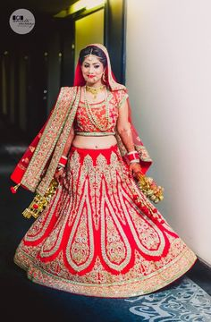 "Amita & Suraaj Photography ""Portfolio"" album - Wedding Bridal Lehenga - Bride in Amazing Saree Gown. More information on WeddingNet Bollywood Lehenga, Red Lehenga, Bridal Lehenga, Saree Wedding, Bollywood Fashion, Wedding Dresses, Punjabi Salwar Suits, Patiala Salwar, Anarkali"
