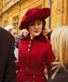 Gorgeous. I love the costumes in Downton Abbey.