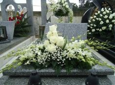 Casket Flowers, Grave Flowers, Altar Flowers, Cemetery Flowers, Church Flowers, Wedding Table Flowers, Funeral Flowers, Arrangements Funéraires, Funeral Floral Arrangements