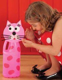 Postei aqui 10 ideias para reciclar materiais variados e fazer lindos brinquedos para as crianças... Créditos das ideias para o Profess...