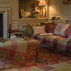 Elegant English country living room ideas for your home. English cottage interior design suggestions and inspiration. Small Cottage Interiors, English Cottage Interiors, English Country Cottages, House Interiors, English Cottage Bedrooms, Scottish Cottages, Tiny Cottages, English Country Decor, Country Interior