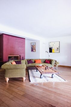 Color, without commitment 5 clever ways to add color without commitment by Siham Mazouz for French By Design<br> Here are 5 clever ways to add color for the commitment-phobic. Living Spaces, Living Room, Minimal Decor, French Decor, Cool Rooms, House Rooms, Make It Simple, Beautiful Homes, Sweet Home