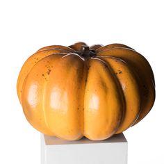 Starkeldsfajans, glasyr i orange, gult och grönt. Signerad HHg. Höjd ca 21 cm, diameter ca 36 cm.