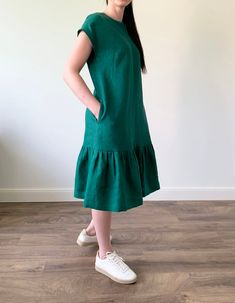 Linen loose emerald green midi length dress, linen shift dress with belt and pockets, linen sundress, green linen tunic, Trendy Dresses, Simple Dresses, Casual Dresses, Casual Outfits, Fashion Outfits, Fashion Goth, Hippie Fashion, Female Pirate Costume, Pirate Costumes