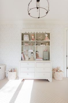Photography: Elza Photographie - www.elzaphotographie.com Read More on SMP: http://www.stylemepretty.com/living/2017/01/27/inspiration-for-the-chicest-of-toddler-rooms/