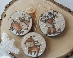 Diy christmas wood ornaments gift tags ideas for 2019 Wooden Christmas Decorations, Christmas Ornament Crafts, Wooden Ornaments, Christmas Wood, Christmas Projects, Holiday Crafts, Christmas Time, Ornaments Image, Painted Ornaments