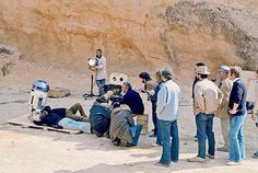 George Lucas and his team filming the R2-D2 scenes on Tatooine in 'Star Wars Episode IV: A New Hope' (1977)  #Oscars #Platinum #SableFilms