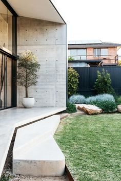 A simply beautiful contemporary Australian garden that has worked so well. Outdoor Rooms, Outdoor Gardens, Outdoor Living, Outdoor Decor, House Landscape, Garden Landscape Design, Australian Native Garden, Australian Garden Design, Patio Plans