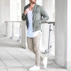 Jacket bomber jacket khaki style fashion trendy outerwear casual menswear k Retro Mode, Mode Vintage, Men With Street Style, Men Street, Style Board, Military Bomber Jacket, Bomber Jackets, Casual Outfits, Men Casual