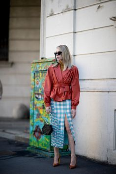 Milan Fashion Week Street Style Spring 2018 Day 3, The Best Street Style from Milan Spring 2018 fashion shows at TheImpression.com