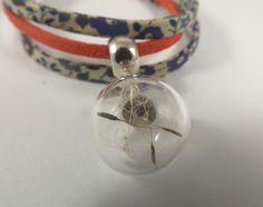 Bracelet liberty fleurs bleues, imitation daim rouge, globe en verre fleurs pissenlit (aigrettes). : Bracelet par long-nathalie