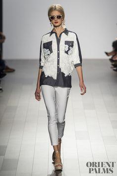 Badgley Mischka at New York Fashion Week Spring 2018 - Runway Photos Fashion Week Paris, London Fashion Weeks, Fashion Line, Fashion 2020, Fashion Show, Fashion Outfits, Kurta Designs, Blouse Designs, Camisa Coral