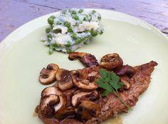 Eenvoudig, maar met goede ingrediënten. Een varkensschnitzel met kastanjechampignons en een doperwtenpuree wordt zo een heerlijke maaltijd.