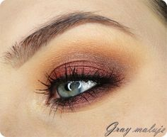 'Showtime' look by Gray using Makeup Geek's Beaches and Cream, Burlesque, Chickadee, Corrupt, Country Girl, Vanilla Bean, Mirage, In The Spotlight, and Showtime eyeshadows and foiled eyeshadows.