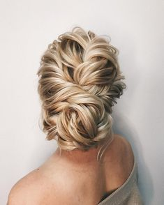 Amazing updo hairstyle with the wow factor. Finding just the right wedding hair for your wedding day is no small task but we're about to make things a little bit easier.From soft and romantic, to classic with modern twist these romantic wedding hairstyles with gorgeous details will inspire you,messy updo wedding hairstyle.