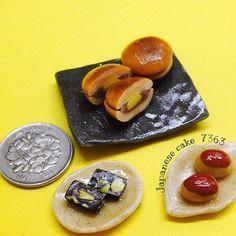 秋の和菓子。 Japanese cakeってあってるのかな。☜適当 一応栗どら焼き、栗羊羹、栗饅頭です。栗ばっかり( ⌯᷄௰⌯᷅ ) どら焼きのお皿、綺麗に作ればよかったです… #ミニチュアフード #ミニチュア #フェイクフード #スイーツデコ #ハンドメイド #和菓子 #どら焼き #秋 #手作り #粘土 #樹脂粘土 #栗 #japanesecake