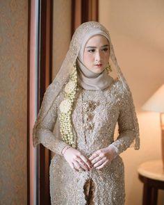 Muslim Wedding Dresses, Wedding Gowns, Prom Dresses, Dress Prom, Kebaya Muslim, Muslim Hijab, Hijab Fashion, Fashion Dresses, Kebaya Wedding