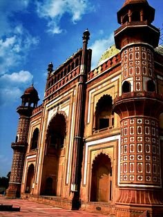 ॐ Hindu Palace, Delhi, India - Hinduism architecture 卐 Beautiful Buildings, Beautiful Places, Amazing Places, Places Around The World, Around The Worlds, Cool Places To Visit, Places To Go, Delhi Tourism, Indian Architecture