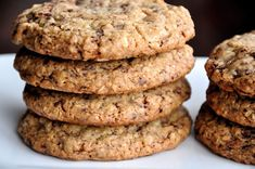 A secret baking trick results in the softest, chewiest oatmeal chocolate chip cookies. Chocolate Chip Pudding Cookies, Oat Cookies, Chocolate Chip Oatmeal, Oats Recipes Indian, Cooking Rolled Oats, Russian Desserts, Food Cakes, Chocolate Recipes, Cookie Recipes