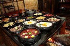 Resultado de imagem para restaurantes com fogão de lenha Griddle Pan, Kitchen, Outside Wood Stove, Restaurants, Cooking, Kitchens, Cuisine, Cucina, Kitchen Floor