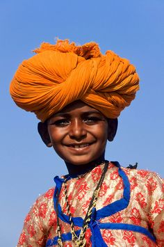 Smiling boy from Jodhpur, Rajastan, India Kids Around The World, We Are The World, People Around The World, Jodhpur, Beautiful Children, Beautiful People, Turbans, World Cultures, Little People